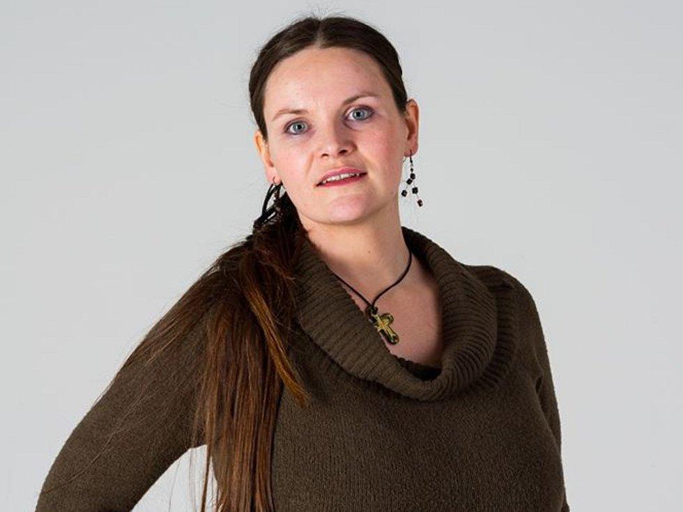 Lucie Barošová z Brna relaxuje při pečení cukroví. Jeho nadbytek letos rozdává prodejcům Nového prostoru.