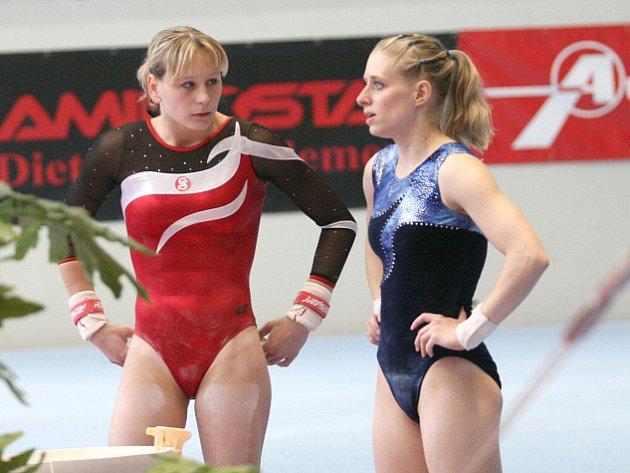 Gymnastky Šikulová a Marešová v družném rozhovoru