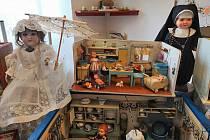 Výstava hraček v klubu důchodců.