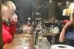 Nařízení vlády nerespektovali zákazníci a provozovatelé pivnice v brněnské ulici Veveří.