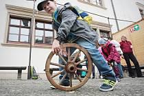 Děti kouleli kola u brněnské Staré radnice.