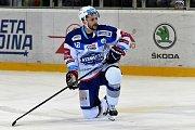 HC Kometa Brno v bílém (Leoš Čermák) proti HC Energie Karlovy Vary.