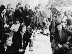 Poprvé se akce konala roku 1974 v restauraci Bohéma, nechyběl tam ani Bolek Polívka, později se přesunula na Šelepku.