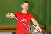 Badmintonista Tomasz Mendrek.