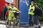 Osobnosti české cyklistiky i obyčejní lidé se v pátek sešli, aby uctili památku vynikajícího brněnského závodníka Miloše Hrazdíry, který zemřel před pětadvaceti lety.