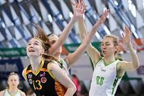 Posila královopolských basketbalistek Hadačová. Na snímku vpravo s číslem 88.