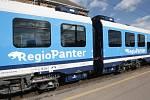 První dvouvozovou soupravu ze série sedmi nových vlaků Regiopanter za skoro milardu korun dostal v pátek Jihomoravský kraj.