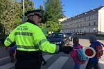 Stovka strážníků bude kontrolovat v pátek bezpečnost dětí na přechodech pro chodce a zastavovat auta u brněnských základních škol.