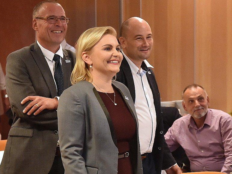 Volební štáb hnutí ANO v brněnském hotelu Voroněž. Důvod k úsměvu má krajská lídryně Taťána Malá.