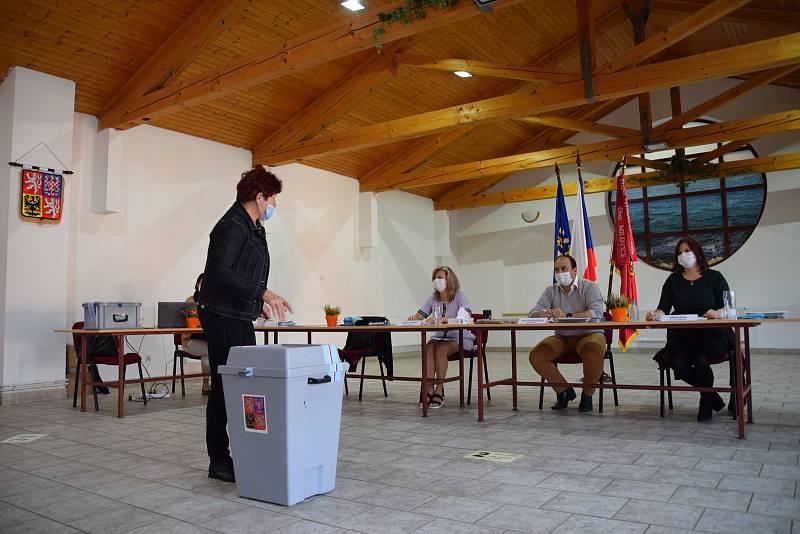 Volby v pátek v Milovicích na Břeclavsku.