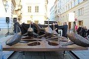 Sousoší žraloků na Šilingrově náměstí, které navazuje na předchozí dvě sousoší dravců a šelem.