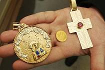 Zadržené věci, které ukradl uprchlý vězeň.