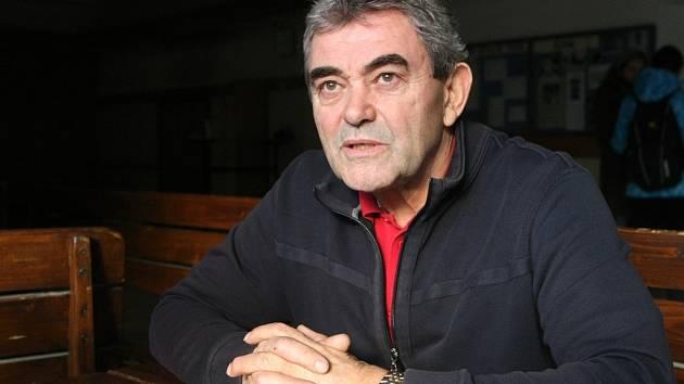 Bývalý hokejový útočník Zdeněk Mráz starší strávil třináct let v Kometě Brno a zkusil si i angažmá v Jugoslávii. Dnes učí tělocvik a zeměpis na střední škole.