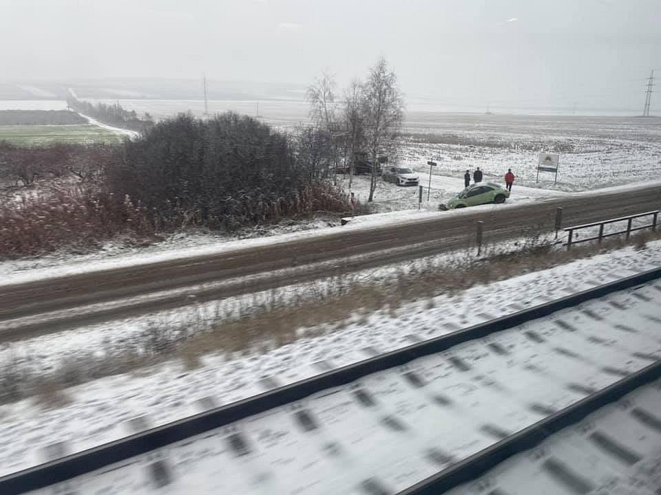 """Z vlaku u Šakvic..."""
