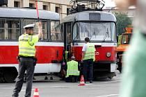 Vykolejená tramvaj. Ilustrační foto.