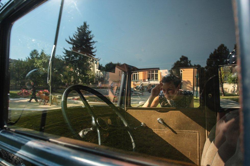 Atmosféra první republiky dýchla na návštěvníky secesní vily Löw-Beer, když přišli na na výstavu Auta brněnských továrníků. Za zvuku dobové hudby mohli lidé spatřit několik vzácných veteránů jako například Austro-Daimler nebo Tatra 30.