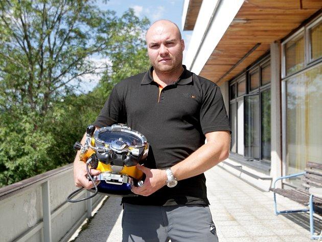 Filip Lipovský z jednotky brněnských policejních potápěčů do Bosny.