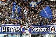 Domácí Kometa Brno (modrá) proti Spartě Praha (bílá)