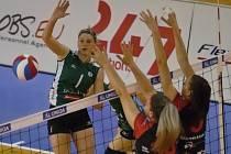 Královopolské volejbalistky (v zeleném) ve druhém utkání série o třetí místo podlehly doma Ostravě 2:3 na sety, celkově prohrály 0:2 na zápasy a extraligový bronz z minulé sezony neobhájí.