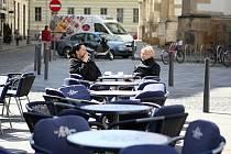 Do brněnských kaváren a restaurací dorazilo jaro. Majitelé otevírají zahrádky.