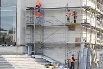 Oprava pláště budovy Janáčkova divadla v Brně. Ilustrační foto.