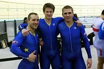 Dráhař brněnské Dukly Pavel Kelemen (uprostřed) tvořil Tým Evropy s Němcem Robertem Förstemannem a Polákem Damienem Zielinskim.