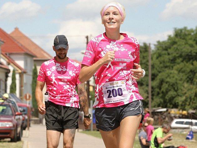 Moravský ultramaraton 2016. Běžci museli zvládnout celkem 301 kilometrů rozdělených do sedmi maratonských etap v sedmi dnech. Závod ovládl brněnský vytrvalec Daniel Orálek.