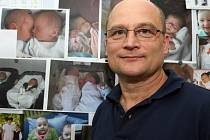 """Nástěnka Pavla Texla z brněnské kliniky pro léčbu neplodnosti je plná """"malých velkých"""" úspěchů."""