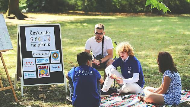 Akce Česko jde spolu na piknik vyzvala lidi z různých míst naší země, aby pořádali ve stejný čas piknik. Na snímku loňský ročník v Teplicích.