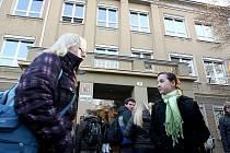 O hodinu později než jindy se otevřely dveře 657 škol na jižní Moravě.