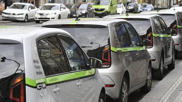 Parkují zdarma. Sdílených aut v Brně přibývá