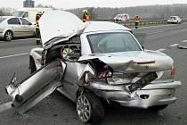 Nehoda dvou osobních aut u Pohořelic v pondělí zablokovala dopravu na dálnici D52. Krátce po půl osmé ráno na 22. kilometru kvůli ní řidiči nemohli projíždět ve směru na Brno.