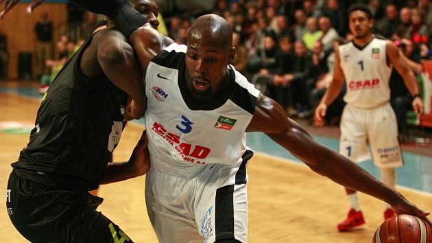 Basketbalisté mmcité ukončili výhrou v Ostravě dlouhou venkovní sérii bez vítězství. Naposledy na palubovce soupeře slavili v lednu 2014.