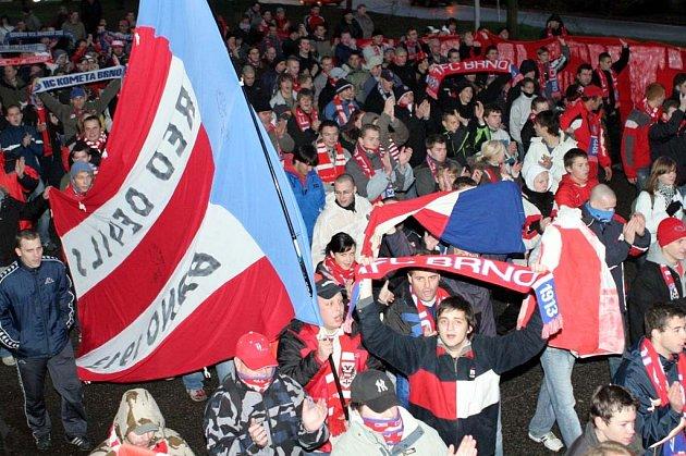 Fanoušci vyjádřili pochodem nespokojenost se stadionem na Srbské.