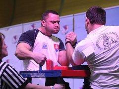Mezinárodní soutěž přetláčení rukou Golemova ruka.