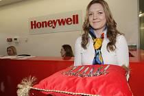 Firma Honeywell ve čtvrtek v brněnské průmyslové zóně otevřela tři nové vývojové laboratoře. V následujících měsících potom otevře dalších pět. Z Brna se tak stane největší výzkumné centrum firmy v Evropě.