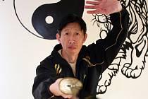 Mistr Tang Tung Wing studuje čínská bojová umění čtyřicet let.