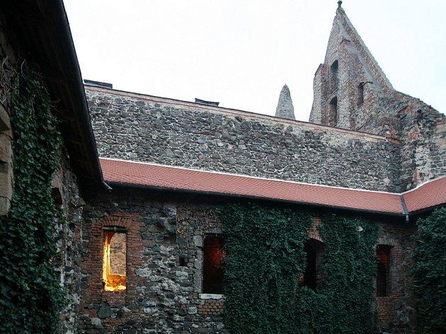 Noční prohlídka tajuplného kláštera Rosa Coeli.
