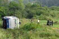 Ve vozidle, které havarovalo v úterý kolem čtvrté hodiny ráno, jelo také dvanáct Čechů.
