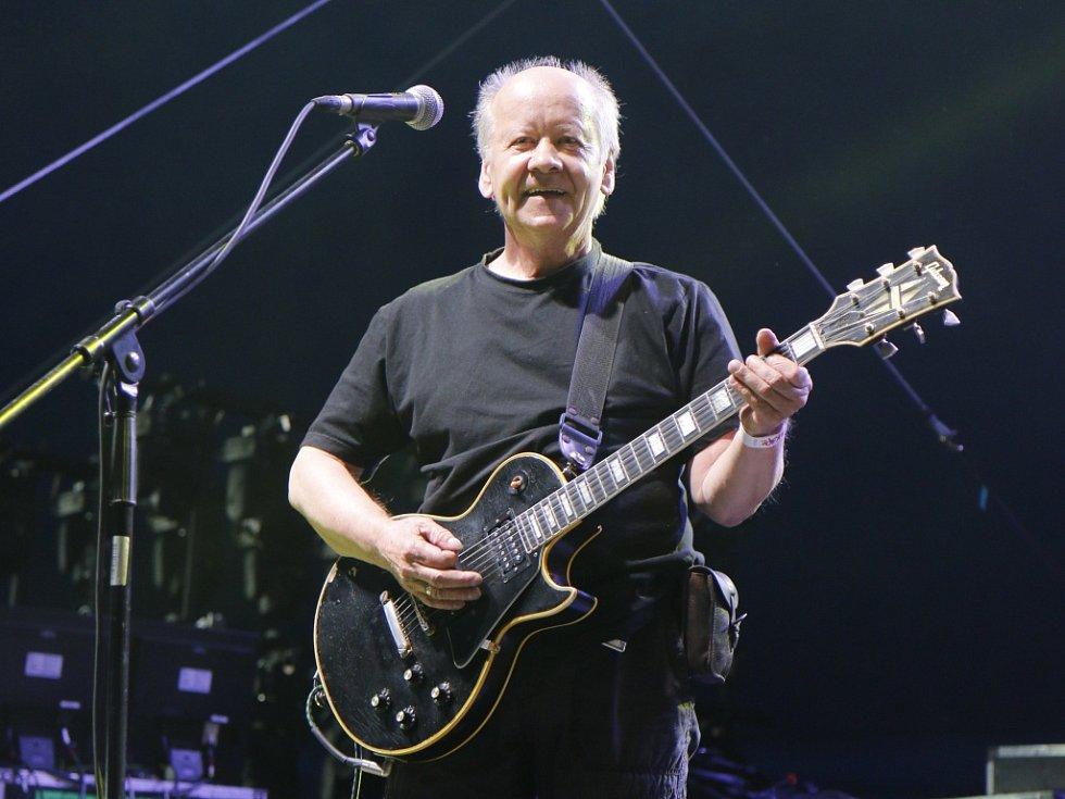 Kytarista Radim Hladík.