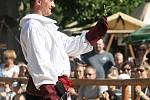 Lidé na Pernštejně přihlíželi lovu dravých ptáků nebo souboji šermířů.