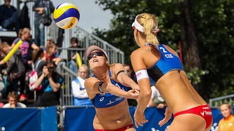 Do Brna nakonec kvůli zdravotním problémům nedorazí české jedničky Barbora Hermannová a Markéta Nausch Sluková.