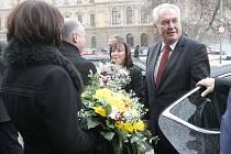 Miloš Zeman s manželkou při příjezdu ke Krajskému úřadu Jihomoravského kraje. Prezident tam zahájil třídenní návštěvu jižní Moravy.