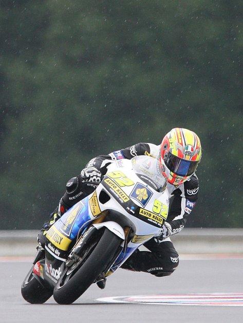 Lukáš Pešek při pátečním tréninku tříd do 250 ccm a moto GP v Brně.