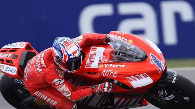 Casey Stoner při pátečním treninku tříd do 250 ccm a moto GP v Brně.