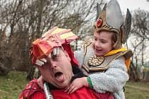Souboj s drakem si v sobotu odpoledne vyzkoušelo několik stovek dětí. Na Kraví hoře je totiž čekala dobrodružná Výprava na draka.