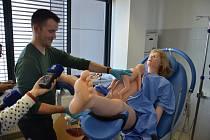 Ve cvičné nemocnici budou mít i simulátor porodu.