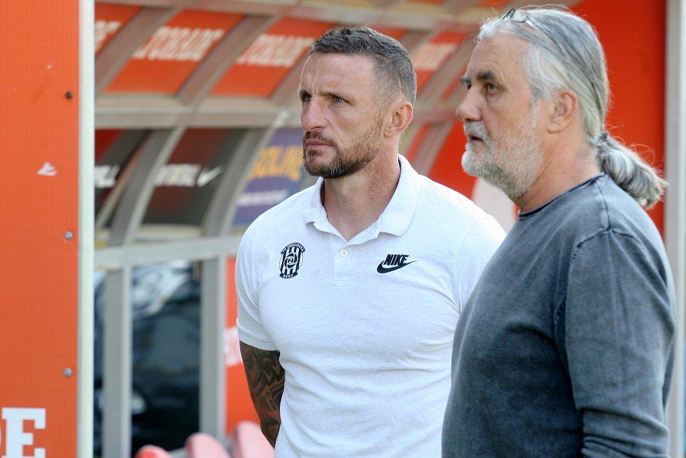 Focení fotbalové Zbrojovky Brno - bývalý trenér Pavel Šustr a majitel Václav Bartoněk.