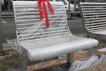Brňané dostali dárek od města: nové lavičky na nádraží.