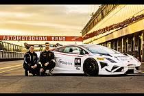 Brněnský závodní tým Mičánek Motorsport si před Vánoci udělal radost a pořídil si druhý totožný vůz Lamborghini Gallardo Super Trofeo.